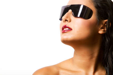 Gorgeous schatten schattenwurf Frau trägt Schattierungen in studio Standard-Bild - 9002792