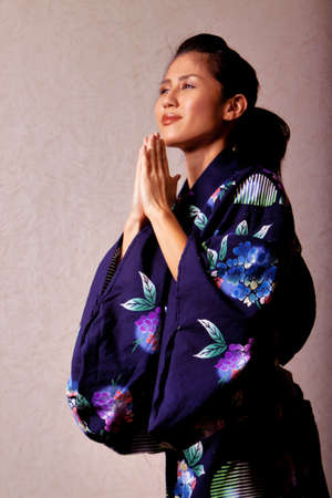 Gorgeous japanese woman wearing kimono robe Stock Photo - 10271185