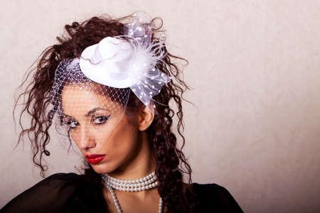 Schöne ethnisch Frau Mode shot in studio  Standard-Bild - 10271201