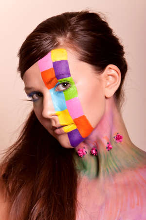 Junge langes Haar brunette Girl mit bunten Fashion Make-up Standard-Bild - 10271189
