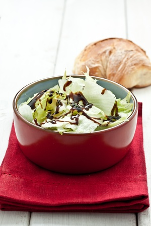 seasoned: green salad seasoned with vinagrette Stock Photo