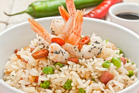 pancetta cubetti: Cantone di riso cinese con gamberi e pepe Archivio Fotografico