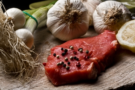 Fillet Mignon on wood with pepper and garlic Фото со стока - 10939787