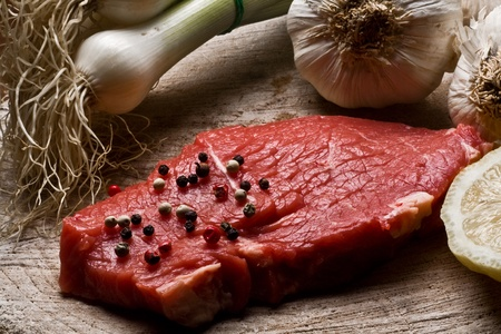 Fillet Mignon on wood with pepper and garlic Фото со стока - 10939796