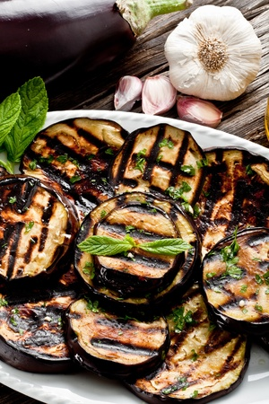 seasoned: grilled eggplants seasoned with olive oil, garlic and mint