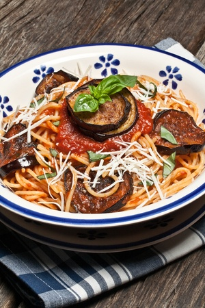 Italian Pasta Norma with tomato,ricotta cheese and eggplants Stockfoto