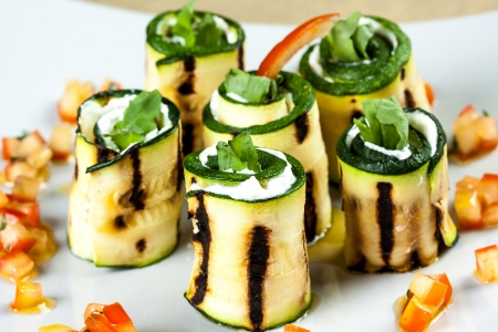 zucchini rolls with goat cheese Фото со стока