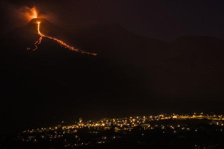 erupt: Explosion Etna night
