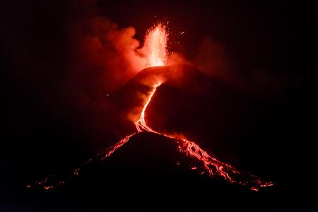 etna: Explosion Etna night