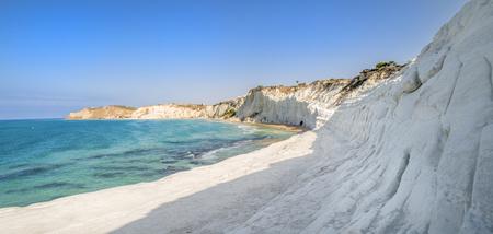 Scala dei Turchi a Sicilia con il cielo blu - Italia