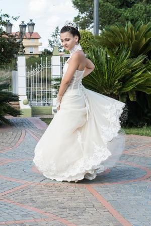 turnaround: girl with white dress that makes a turnaround