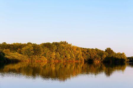 Beautiful river landscape. The Bolshoi Irgiz River, Saratov Region. Sunset on the river. 免版税图像