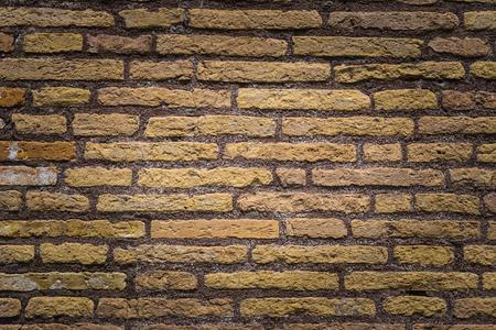 paredes de ladrillos: viejo ladrillo amarillo
