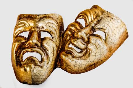 Twee theatrale masker verdriet en vreugde gefotografeerd op een witte achtergrond Stockfoto