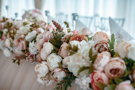 Closeup shot of the wedding decoration elements  at daylight Foto de archivo