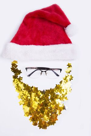 Santa Claus face decoration-red hat and golden beard isolated on white background. Merry Christmas, happy New Year Stockfoto