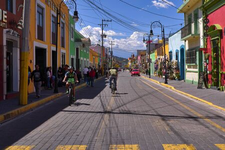 Avenida Morelos street of at sunny day 新闻类图片