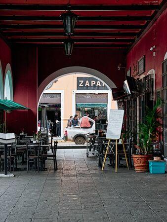Porch arch of Plaza de la Concordia with view on Avenida Miguel Hidalgo