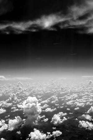黒と白の空