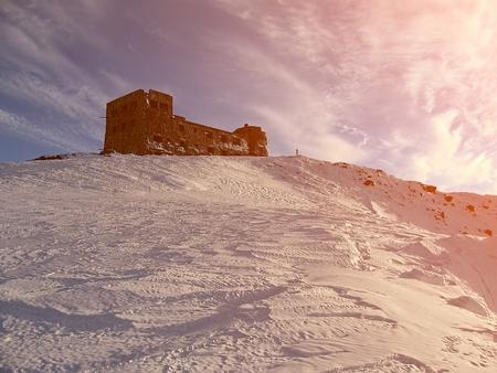 冬のカルパティア山脈。古いポーランドの展望台ポップ イワンのマウント、2022 メートル。