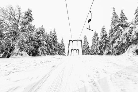 スキー リゾートのスキーリフト