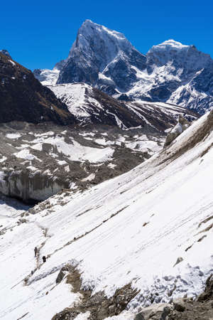 Beautiful landscape of Himalayas mountains. Everest Base Camp trek. Way from Gokyo to Dragnag. 版權商用圖片