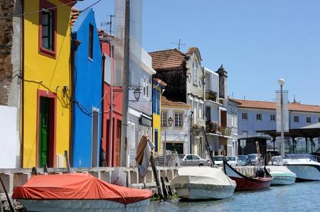 colourful houses: Tradicionales casas de colores de Aveiro Foto de archivo