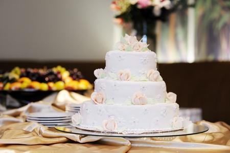 Beautiful delisious white wedding cake