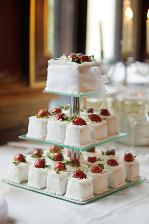 afternoon fancy cake: Delicious fancy wedding cake made of cupcakes