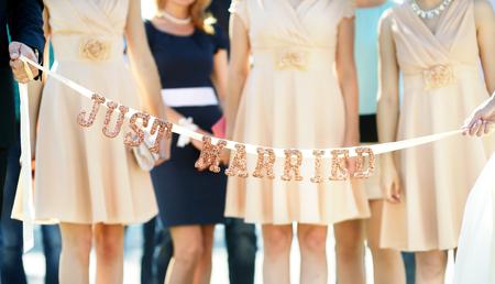 """결혼식: 신부와 신랑 들고 윤기 """"그냥 결혼""""기호"""
