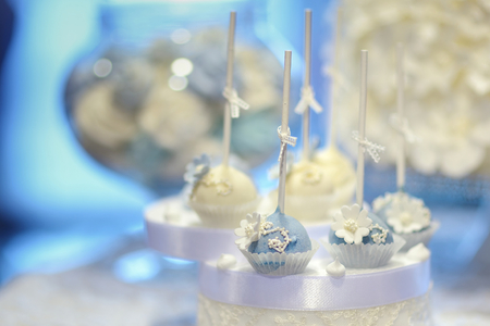 pops: Delicious wedding cake pops in white and blue Stock Photo