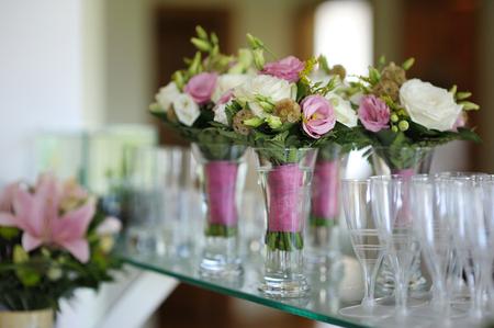 Bruidsmeisjes boeketten voor een huwelijksceremonie