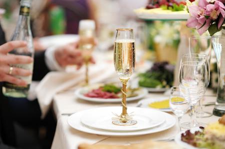 Mesa para una fiesta o evento de recepci?n de la boda Foto de archivo - 40791951