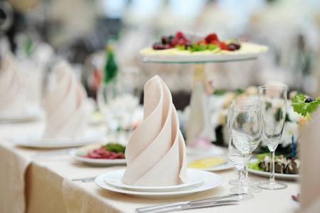 diner romantique: Set de table pour un ?v?nement ou partie r?ception de mariage