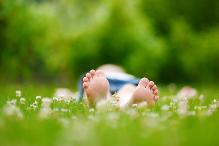 Childrens feet on grass outdoors in summer park Banco de Imagens - 41111252