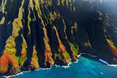 na: Beautiful aerial view of spectacular Na Pali coast, Kauai, Hawaii