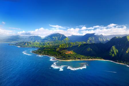 아름다운 나 팔리 해안의 아름다운 공중보기, 하와이 카우아이