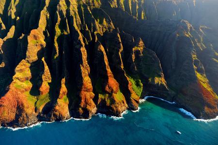 kauai: Beautiful aerial view of spectacular Na Pali coast, Kauai, Hawaii