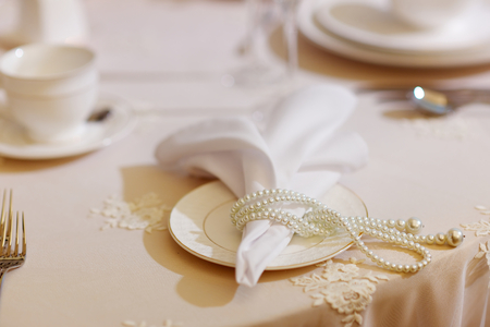 perlas: Table set for an event party or wedding reception decorated with pearls