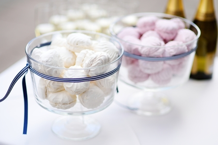 gumpaste: Delicious white and pink wedding marshmallows in two big jars