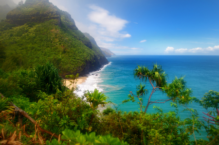 kauai: Stunning view from Kalalau trail in Kauai, Hawaii