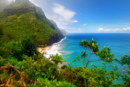 Stunning view of the famous Kalalau trail along Na Pali coast of the island of Kauai in the state of Hawaii Banco de Imagens