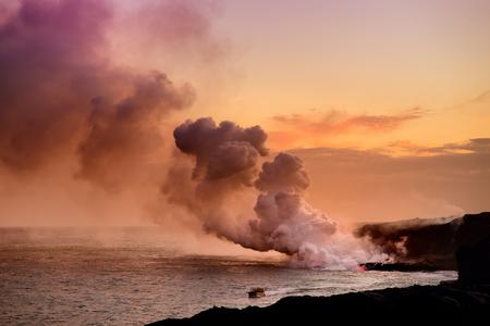 Lava pouring into the ocean creating a huge poisonous plume of smoke at Hawaiis Kilauea Volcano, Volcanoes National Park, Big Island of Hawaii Banco de Imagens