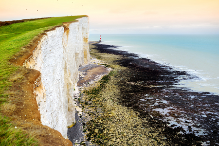 Beautiful view of white chalk cliffs of the Seven Sisters at Birling Gap coastline, Eastbourne, East Sussex, UK 免版税图像