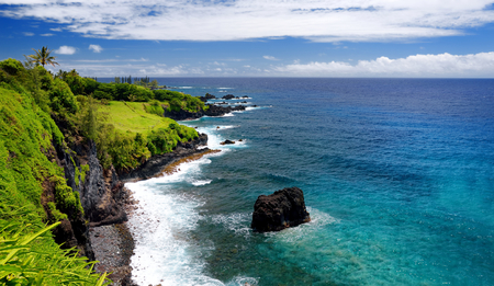 Rough and rocky shore at south coast of Maui, Hawaii, USA Stock Photo