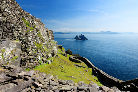 Skellig Michael or Great Skellig, home to the ruined remains of a Christian monastery. Inhabited by variety of seabirds, including gannets and puffins. UNESCO World Heritage Site, Ireland. 版權商用圖片