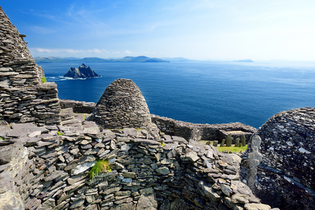 Skellig Michael or Great Skellig, home to the ruined remains of a Christian monastery. Inhabited by variety of seabirds, including gannets and puffins. Banco de Imagens