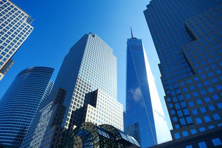 Grattacieli nel centro di New York, vista dal basso. In viaggio a New York, negli Stati Uniti.