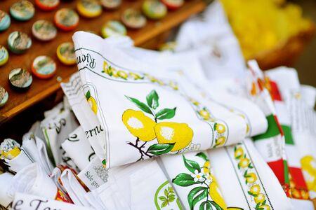 MANAROLA, ITALY - NOVEMBER 18, 2018: Various food, goods and small typical souvenirs sold at small shops at the pedestrian area of Manarola village, Cinque Terre, Liguria. Standard-Bild - 128986420
