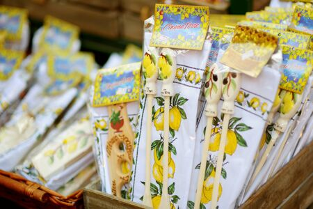 MANAROLA, ITALY - NOVEMBER 18, 2018: Various food, goods and small typical souvenirs sold at small shops at the pedestrian area of Manarola village, Cinque Terre, Liguria. Standard-Bild - 128986422